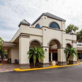 Days Inn & Suites by Wyndham Orlando Airport
